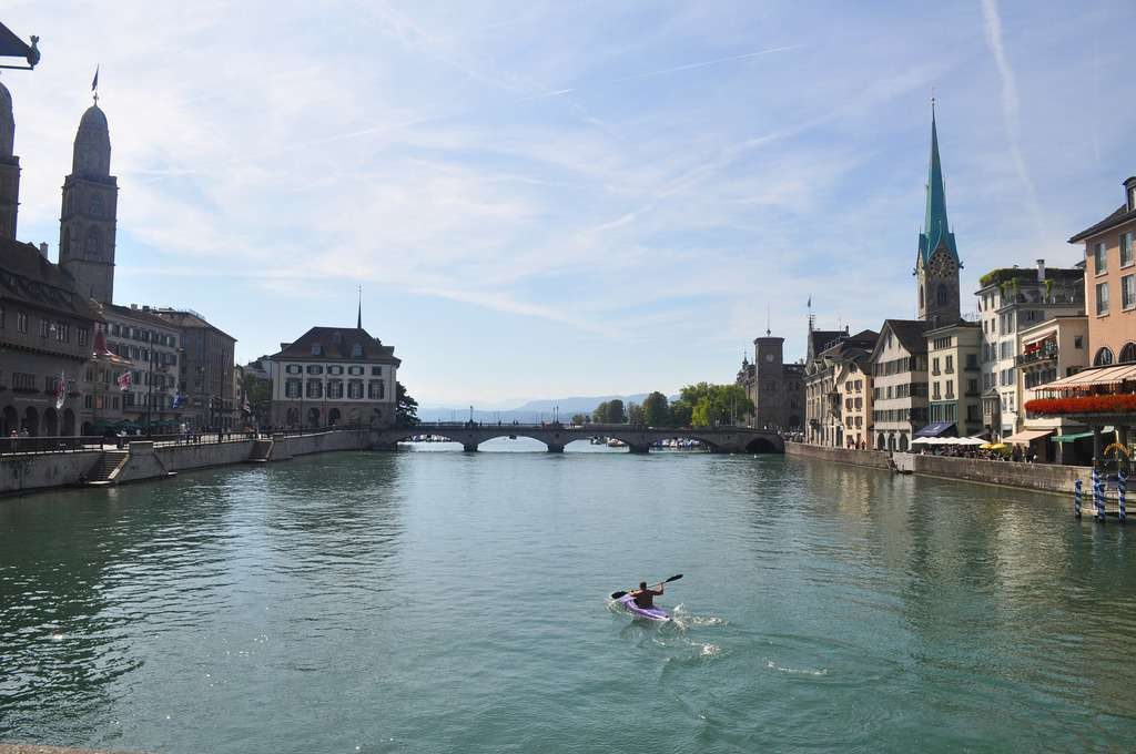 zuerich-schweiz-firmenevent-europa-geocaching-gps-schatzsuche-raetselralley-limmat