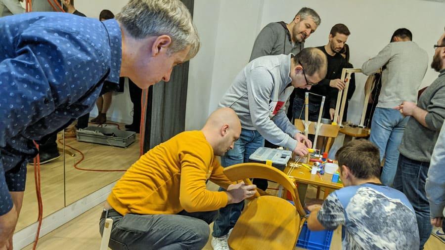 marble run kugelbahn teamevent teamarbeit gruppe kooperation zusammenarbeit aufbau