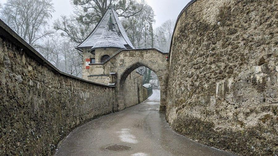 austria salzburg festung wehrturm burgtor geocaching moenchsberg gelaendespiel raetselralley firmenausflug gruppen mgs