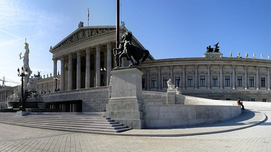 parlament wien oesterreich bundeshauptstadt geocaching ring route track teambuilding outdoor incentive pixabay