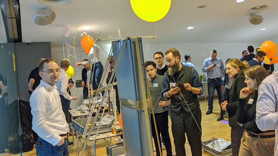 marblerun indoor teamevent kooperation kommunikation socialising spass kettenreaktion accenture teaminprogress