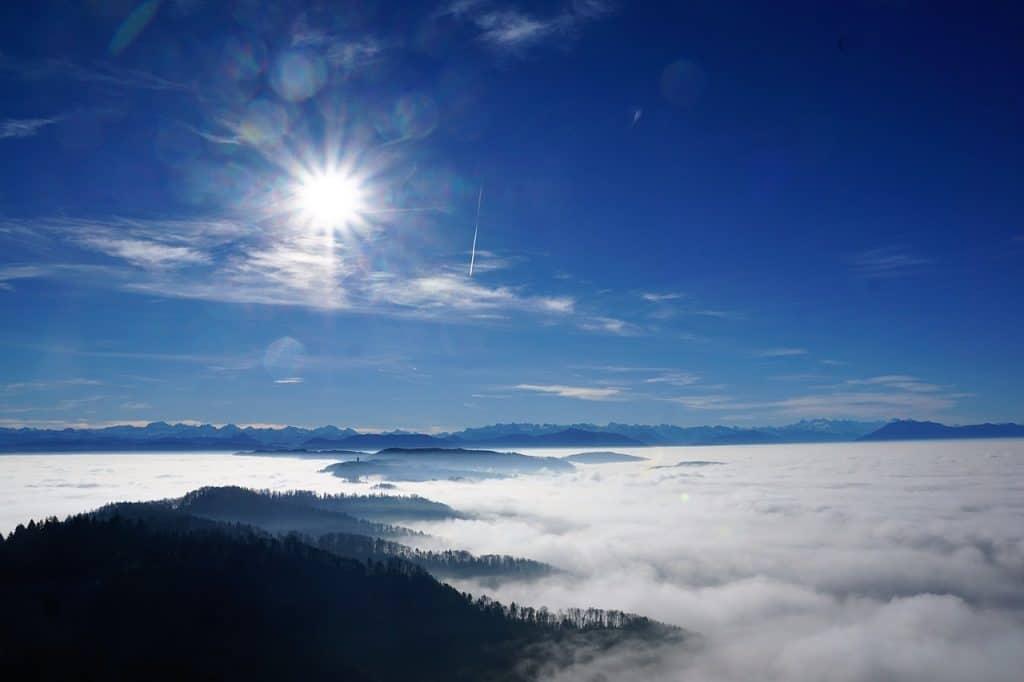zuerich uetliberg hausberg zuerichsee wandern outdoor sonne nebel wald geocaching pixabay