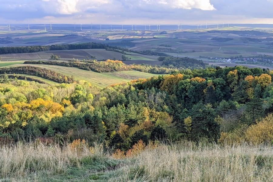 leiser berge aussicht weinviertel wien windraeder geocaching natur trockenrasen mgs